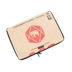 15 inch laptophoes van gerecyclede cementzakken - Manoa - olifant