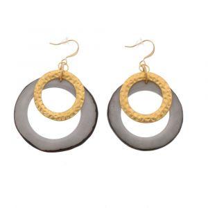 Celeste oorbellen met hanger van tagua en goudkleurige ring - grijs