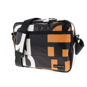 13.3 inch laptoptas van gerecyclede billboards - Jerzy