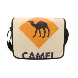 Ruime schoudertas van gerecyclede cementzakken - Sunay - kameel