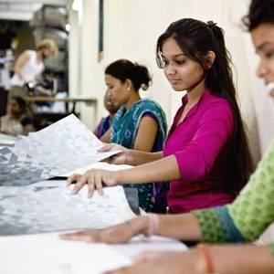 Productie Paper Vase Cover door Pardeshi vrouwen