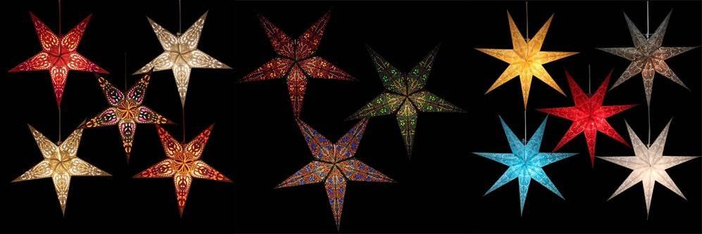 Foto van verlichte papieren kerststerren zoals je die bij MoreThanHip kunt kopen.